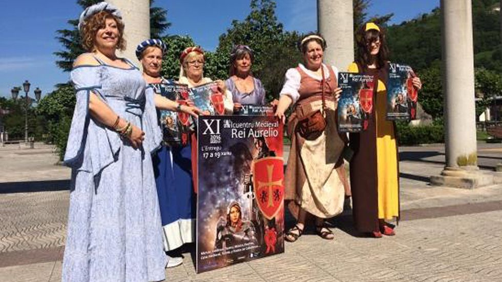 Hildegart Blanco (primera por la izquierda) en el Alcuentro Medieval de junio de 2016.