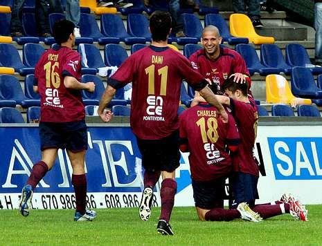 El Pontevedra tenía jugadores como Fran Rico, Charles o Dani Benítez la última vez que fue líder.