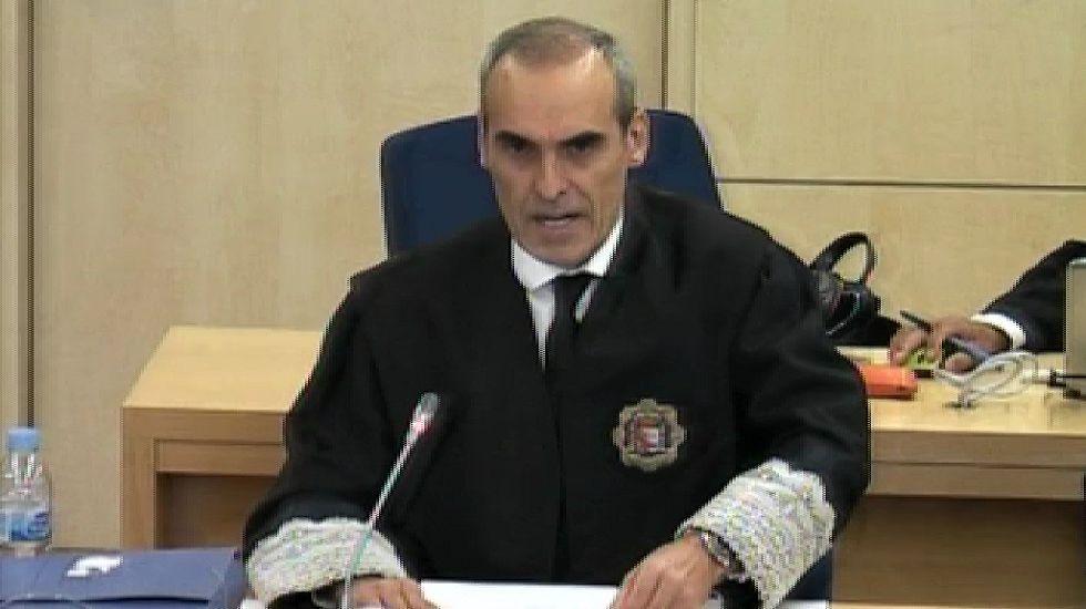 El fiscal del caso de las tarjetas black: «Los españoles sí tienen vela en este entierro».Rafael Sporttorno llegando esta mañana a la Audiencia Nacional