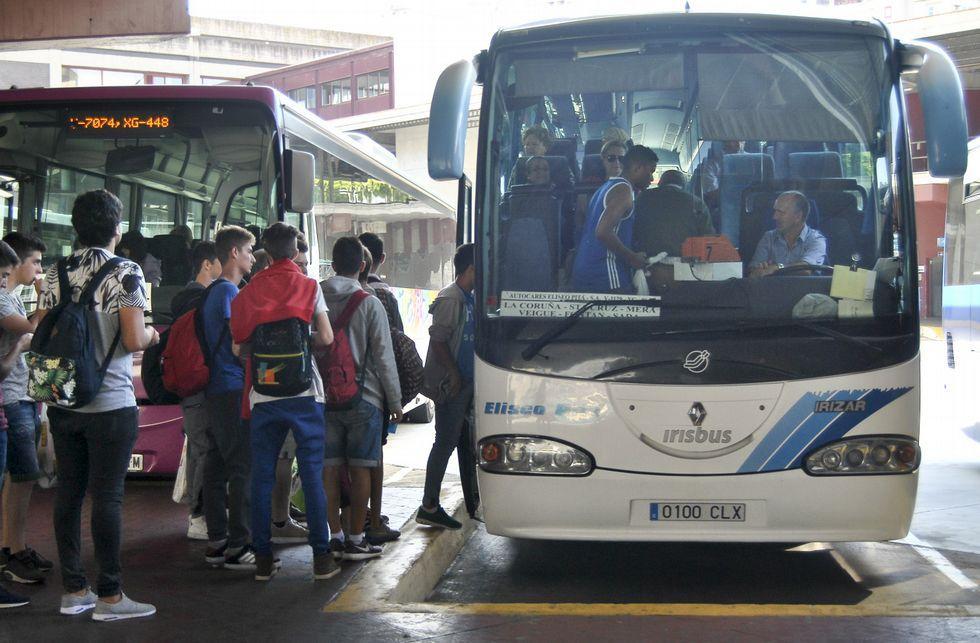 ¿Cómo ver las Perseidas?.Los usuarios que cogen el autobús en A Coruña no pueden descender hasta llegar a Mera.