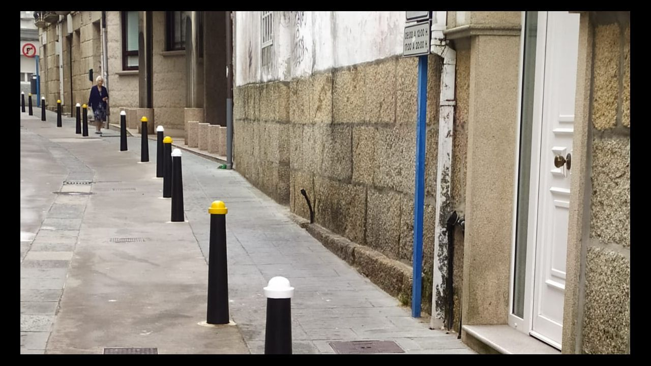 Pedro Sánchez se va de vacaciones a 44 días de que se agote el plazo para la investidura.Monolitos de «Camino de Santiagua»