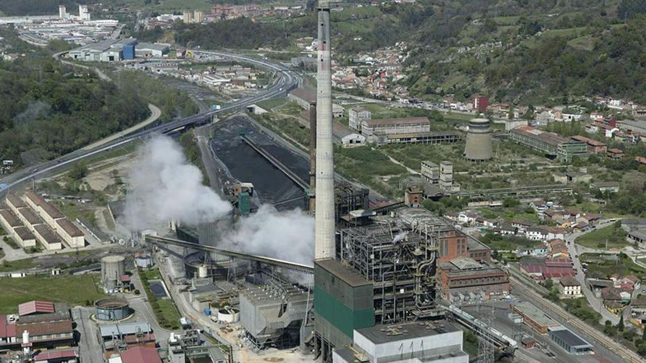 Las mejores vistas en la provincia de A Coruña desde las alturas.Central térmica de Lada