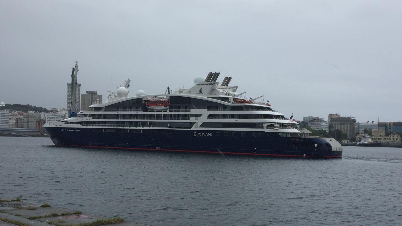 El Champlain y el Britannia en el puerto.Nicola Sturgeon afirmó que el Gobierno británico «no podrá obstaculizar» la convocatoria de un segundo referendo al cerrar el congreso del SNP