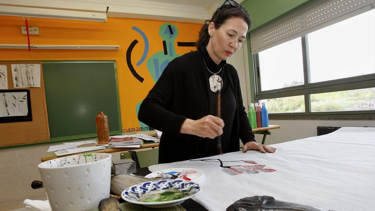 Susana Llorente, en un obradoiro en el instituto de Baio