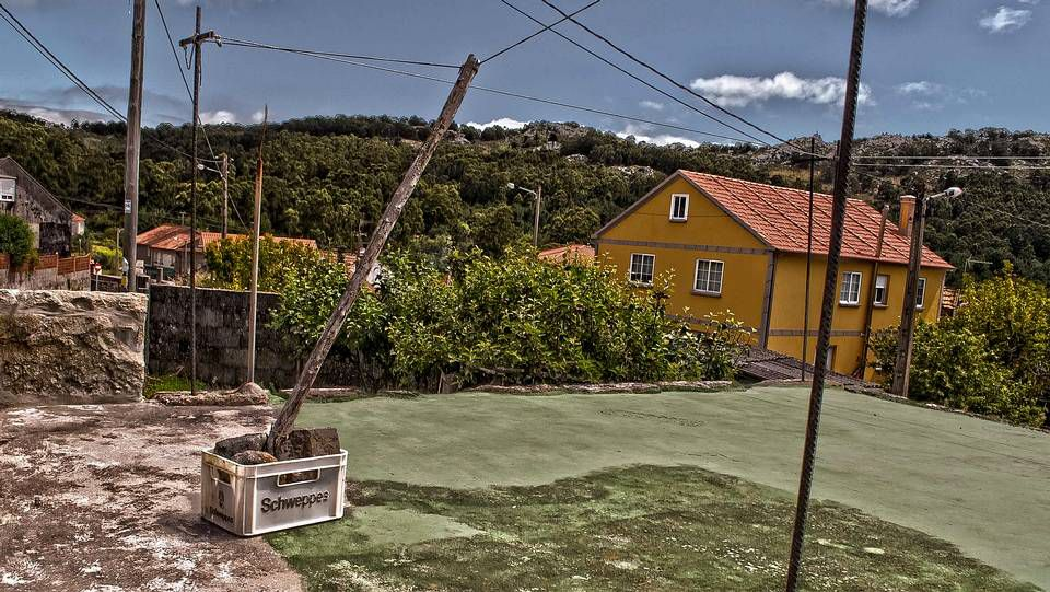 El tendido-tendedero.En Boimente, Santa Comba, se encuentra este curioso ejemplar de marquesina, sin duda la especie más polimorfa del rural gallego