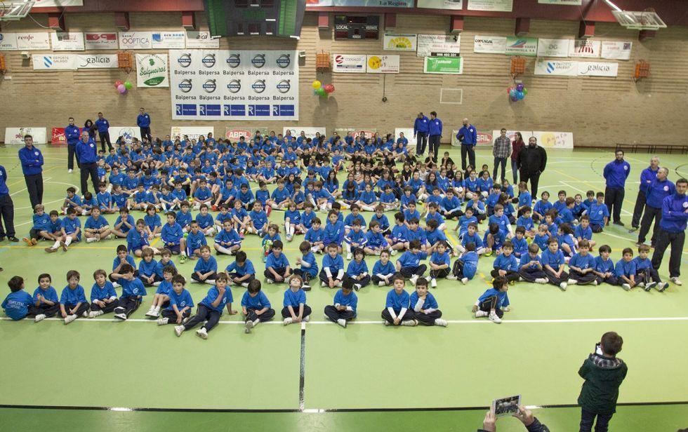 Equipos de baloncesto, fútbol sala, voleibol o ajedrez destacan en el programa deportivo del Carmelitas.