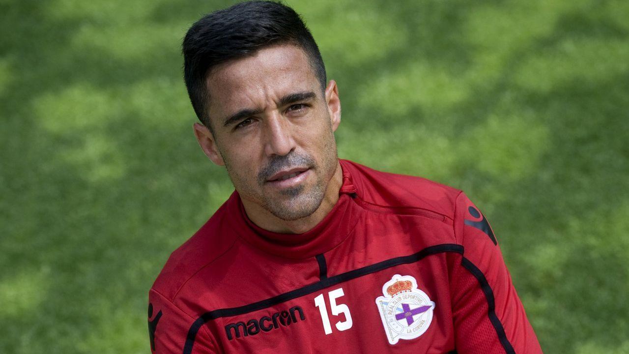 Salva Ruiz, de naranja, en un amistoso de pretemporada con el Valencia