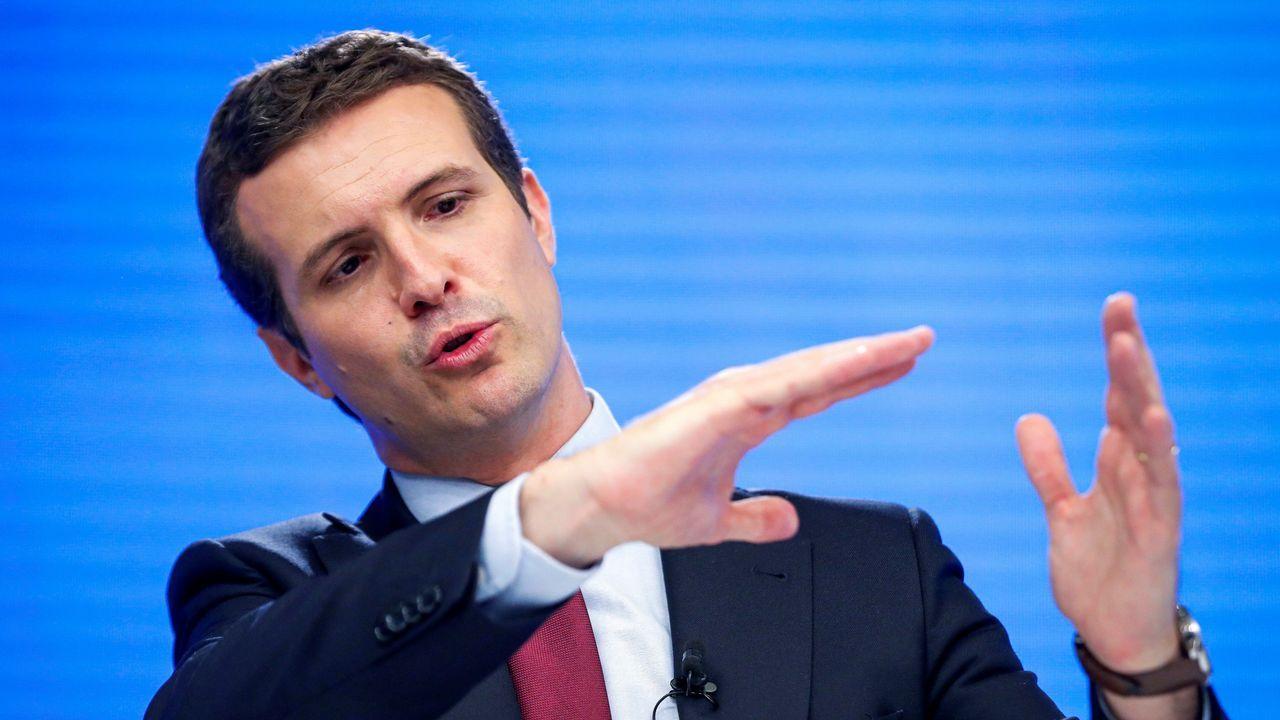 El PP celebra con sus peores resultados que ha salvado los muebles con Madrid y que ha evitado el temido 'sorpasso'.Acto de campaña para las municipales en Ribeira.