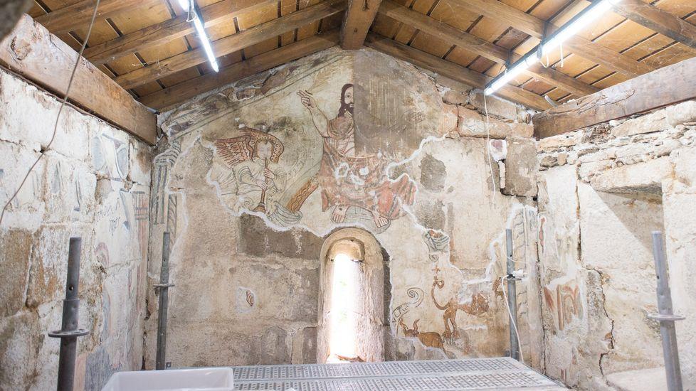 La operación de restauración comprenderá las pinturas decorativas del arco triunfal de la iglesia