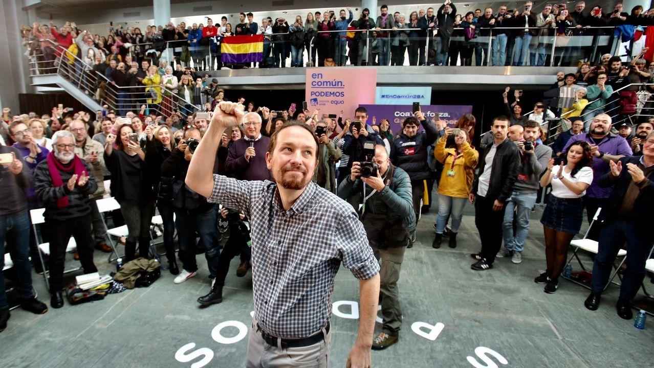 Pablo Iglesias, de mítin en Vigo.Núria de Gispert, presidiendo un pleno del Parlamento catalán