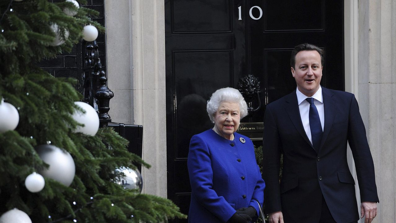 Cameron recibió a la reina en Downing Street para un Consejo de Ministro en el 2012