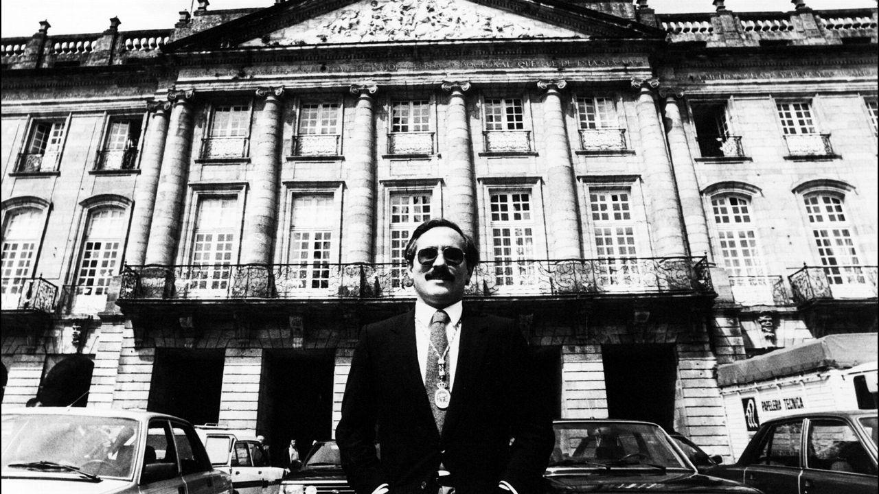 vitoria.José Ángel Cuerda (Vitoria, 1934) fue pionero en el desarrollo sostenible y la cohesión social en el País Vasco. Con el PNV fue alcalde durante cinco mandatos. «Mi preocupación fue la gente. Los tres pilares de una ciudad sostenible son el social, el económico y el cultural. En este último entra la naturaleza», dice