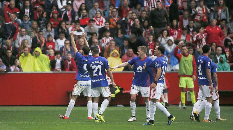 Toché celebra su gol en El Molinón