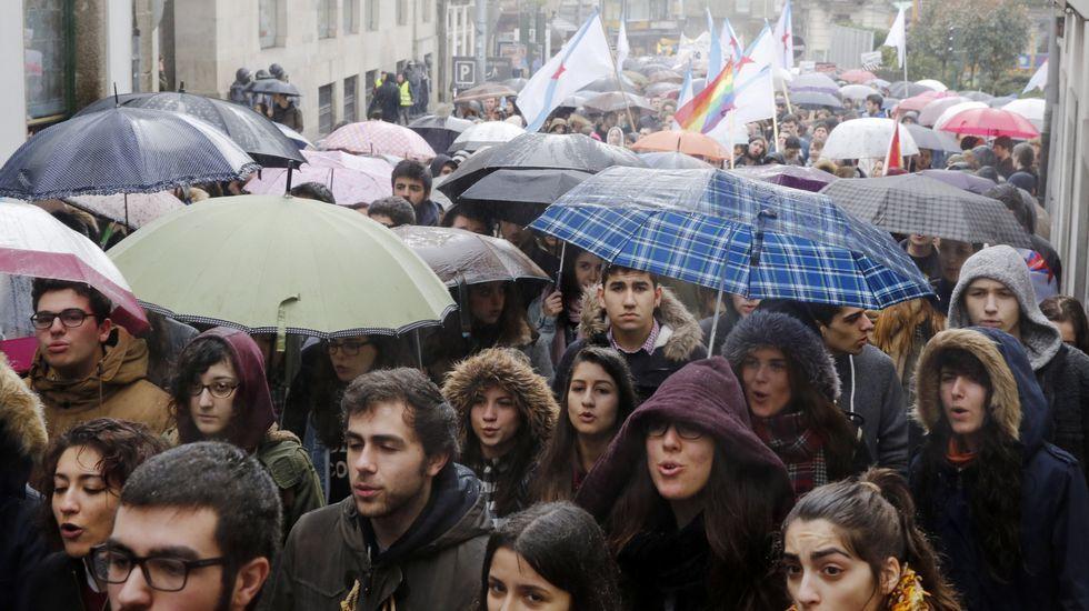 Alumnos, sindicatos y oposición claman en Galicia contra el decreto del «3+2»
