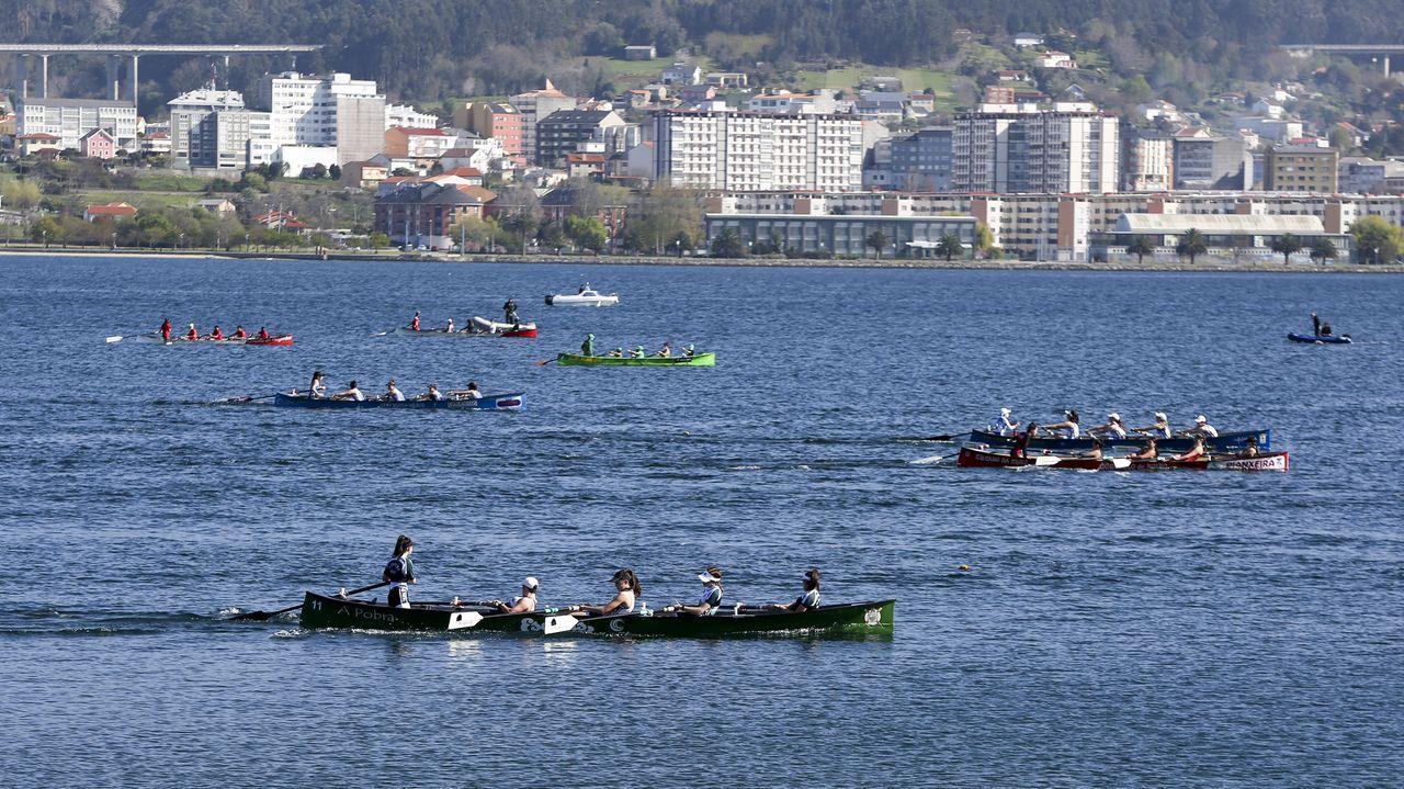 Bandeira de bateis Porto de Vilagarcía.Imagen de archivo de Caetano Horta entrenando en Noia