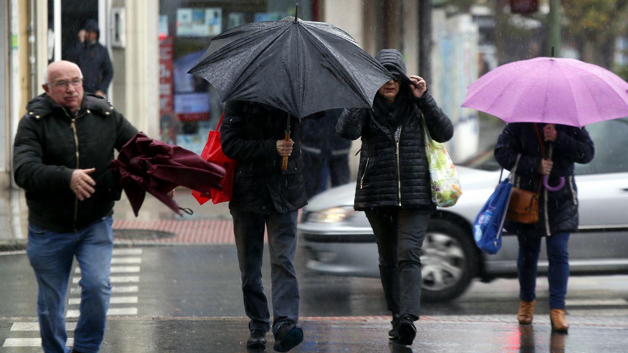 El temporal de lluvia del fin de semana deja casas y vías inundadas.El viento será protagonista de la jornada