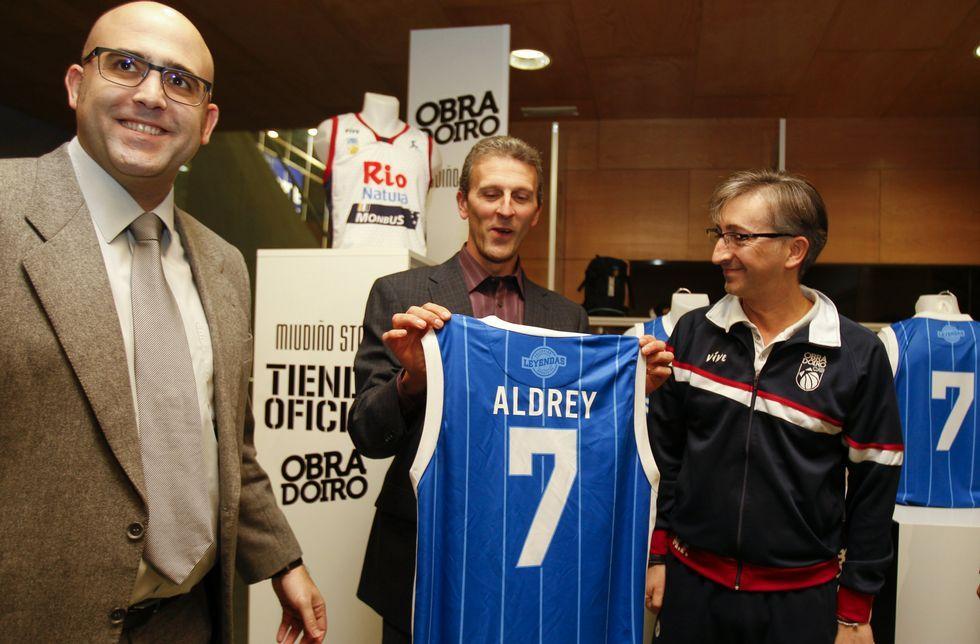 La camiseta retro de Ricardo Aldrey es una réplica de la usada en la temporada 1983-84.