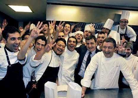 La divertida visita a ARCO de los príncipes.El chef Paco Pérez, del Miramar, en la charla que ofreció en el Fórum Gastronómico.