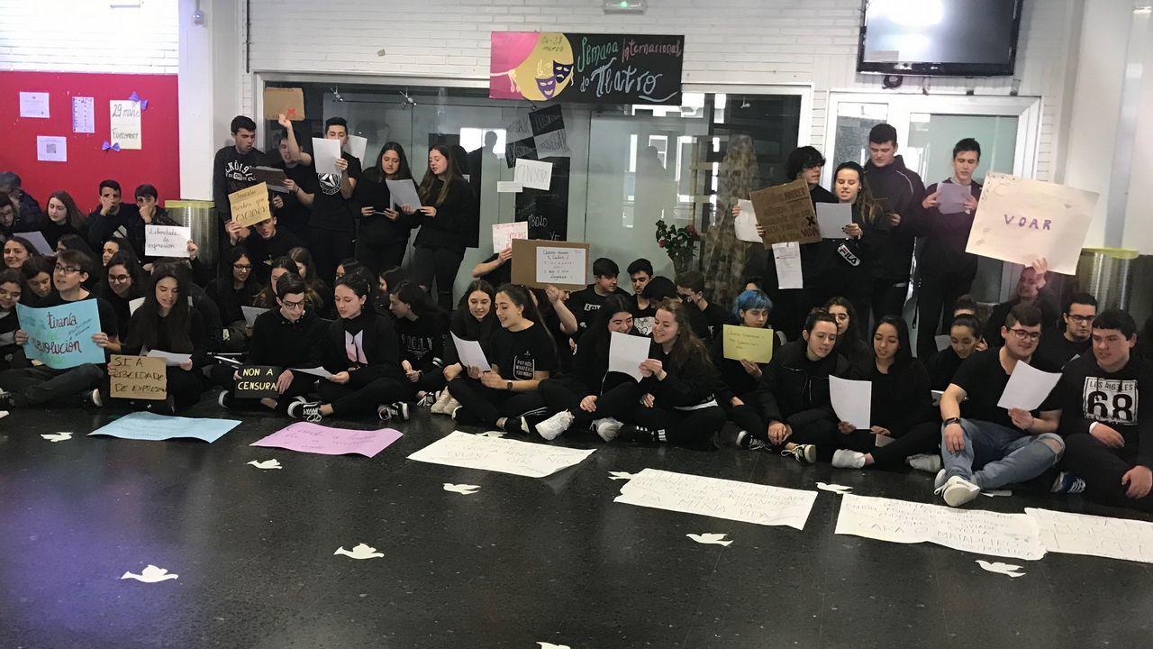 Protesta de los trabajadores de Copagro por el cierre de la fábrica de piensos de Meirás.Flota amarrada hoy en el puerto de Cedeira