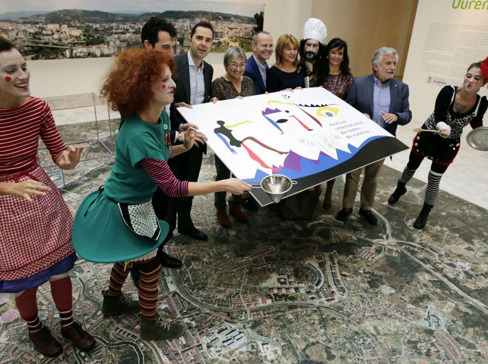 La doctora Marta Pérez entregó a Elena Viturro los euros recaudados en el torneo contra el cáncer.