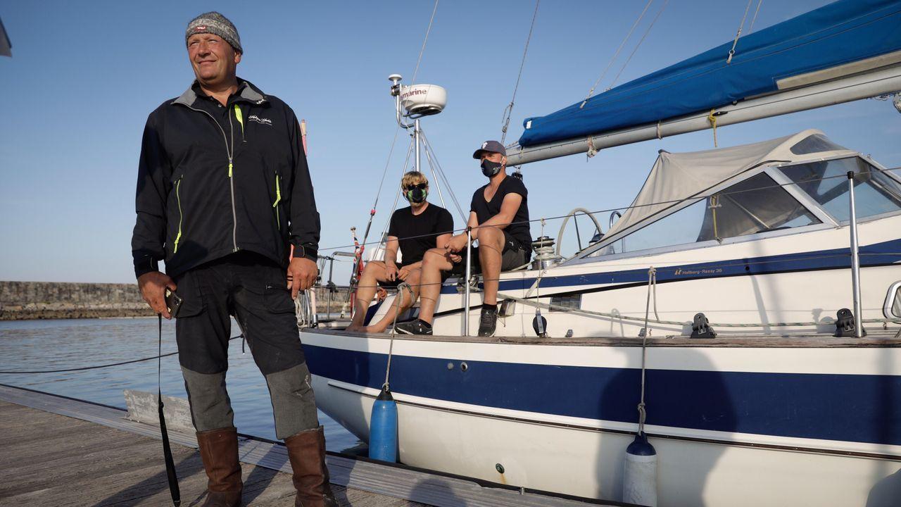 Justin Crowther, capitán delVelero Beautiful, habla sobre el ataque de una orca a su velero.Ferreirós dice que julio y agosto fueron «fantásticos» en Aldea os Muíños, en Rianxo