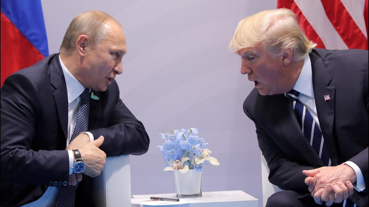 Trump, escoltado por Emin Agalarov y por su padre Aras (dos de las personas clave en el caso Rusiagate), en Moscú en el año 2013
