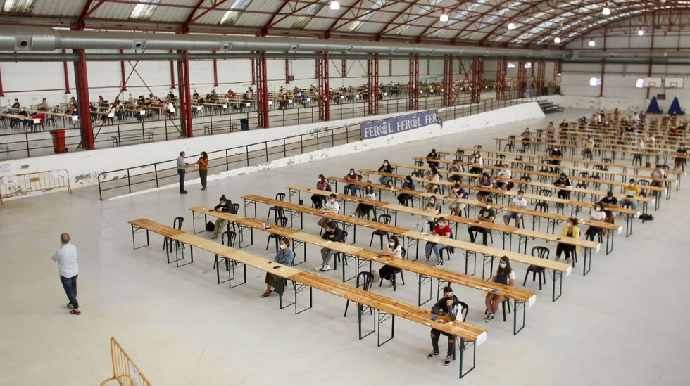 Foto de archivo de los exámenes de los operarios y empleados júnior