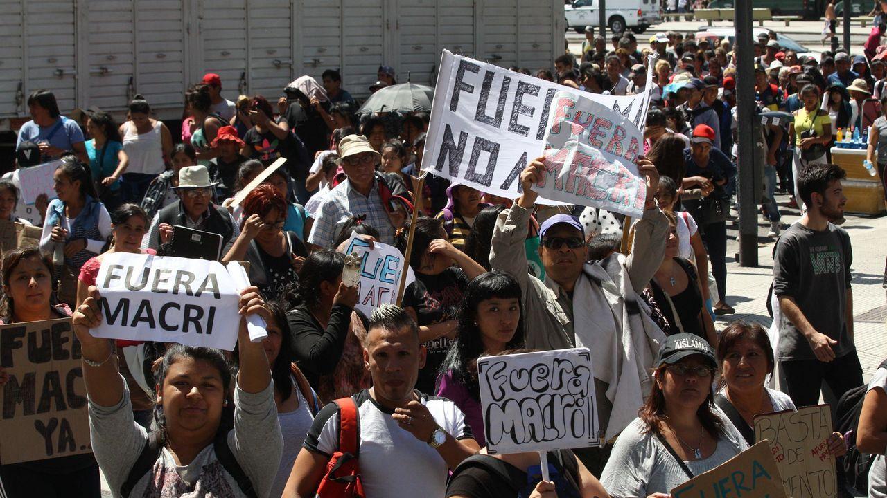Oficina de empleo.Los argentinos se manifestaron contra Macri, al que  recriminan, entre otras cosas, los aumentos en las tarifas de luz, gas o transporte