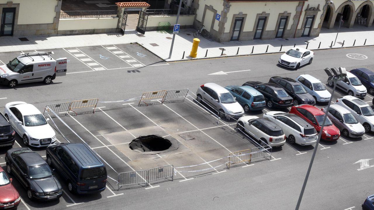 El Vasco, de agujero negro a corazón del ocio del nuevo Oviedo.Uno de los trenes de pruebas del ADIF