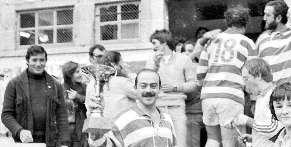 «Las leonas» gallegas, a un paso de Río.Nacho Lobón, posando con un trofeo en la mano.