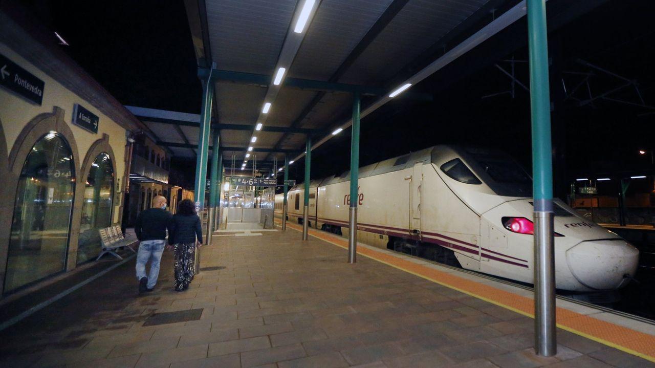 El primer tren de la mañana a Madrid sí se detiene en Vilagarcía