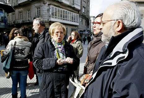 Rosa Cordero, ayer, en la concentración de A Peregrina, donde también estuvo SOS Sanidade.