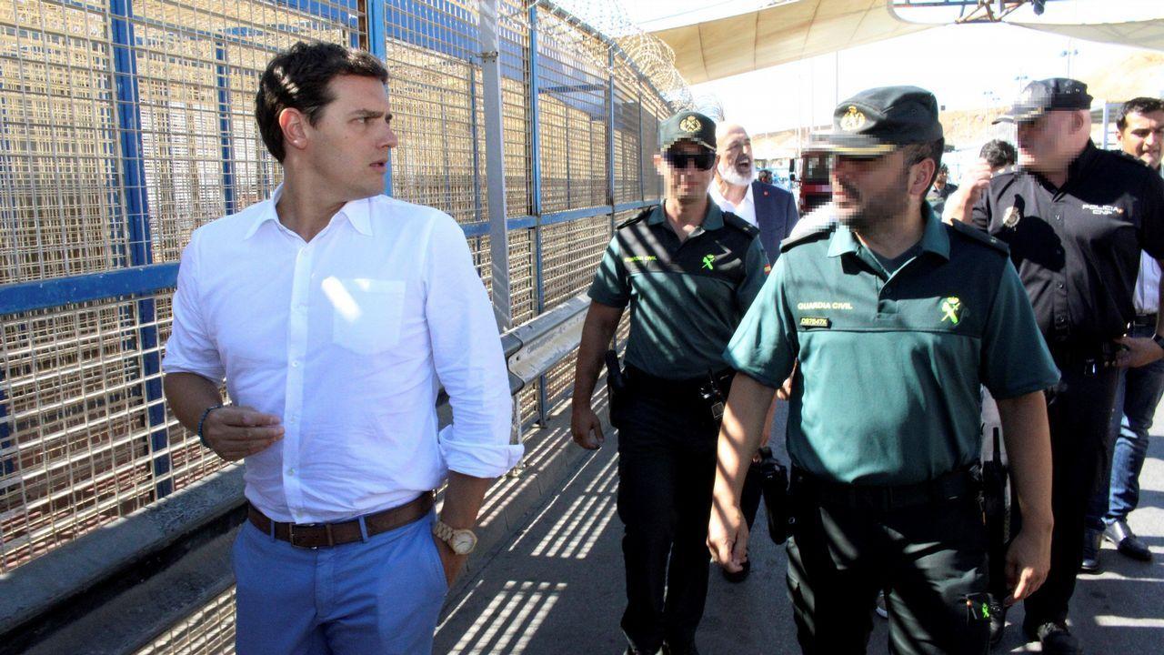Visita de Angela Merkel a España para reunirse con Pedro Sánchez.Casado estrechó la mano en el puerto de Algeciras de algunos de los inmigrantes rescatados