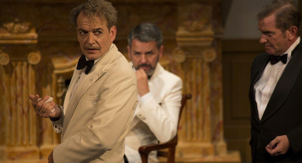 Víctimas y asesinos conviven en esta obra basada en el libro de Agatha Christie.