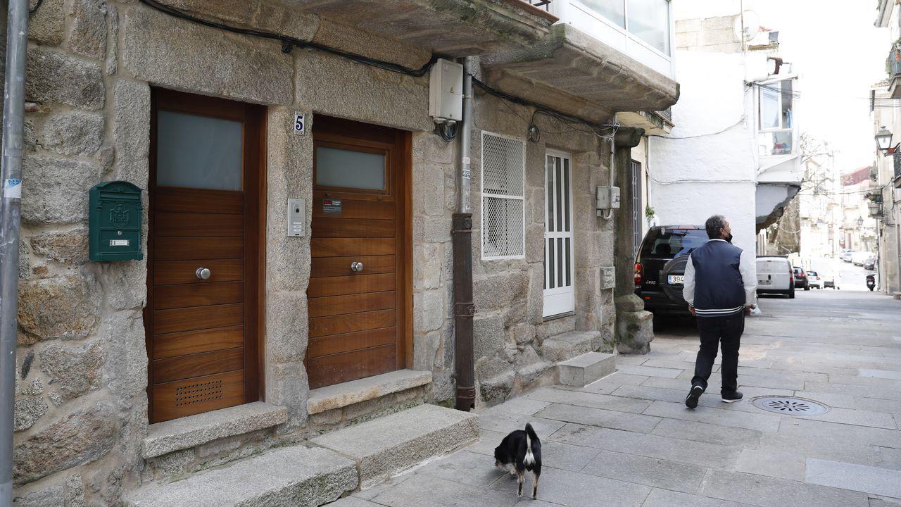 Vivienda reformada en el 2008 a la venta en un bajo de la calle Poboadores