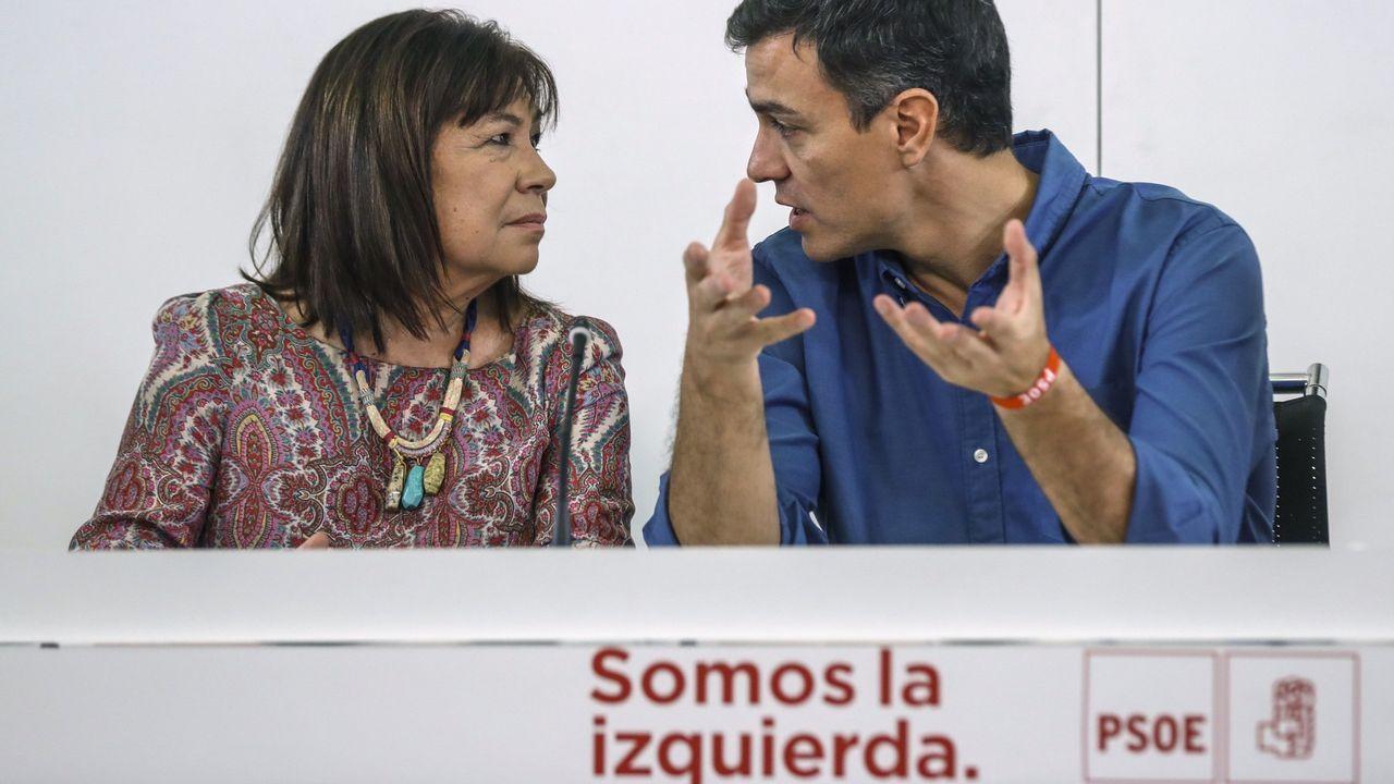 Cristina Narbona junto a Pedro Sánchez
