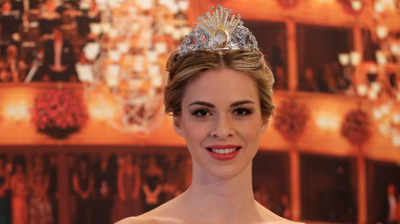 Así es la tiara diseñada por Donatella Versace para el baile de debutantes de Viena
