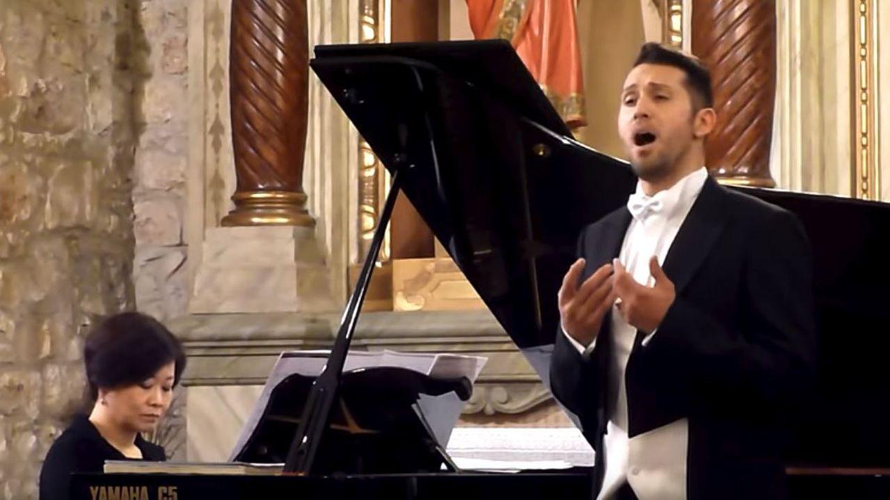 II Concurso de canto Compostela Lírica, organizado por la asociación Amigos de la Ópera.Jorge Rodríguez-Norton y Husan park interpretan Kuda-Kuda