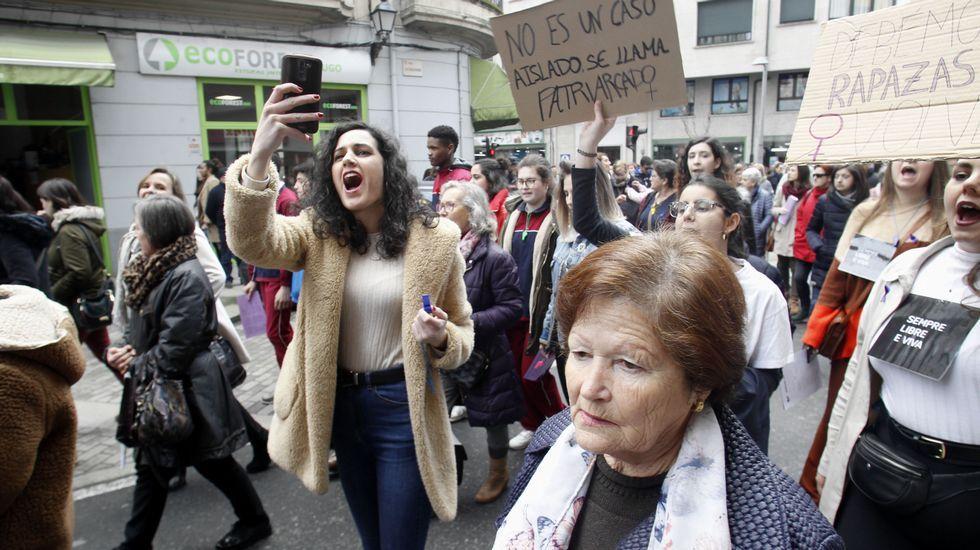 A la marcha convocada por el Ayuntaimento de Monforte para conmemorar el día internacional de la mujer asistieron unas seiscientas pesonas