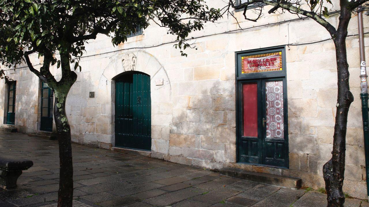 Los concejales del PSOE mostraron su apoyo al sector de la hostelería en la cacerolada frente al Concello de Pontevedra