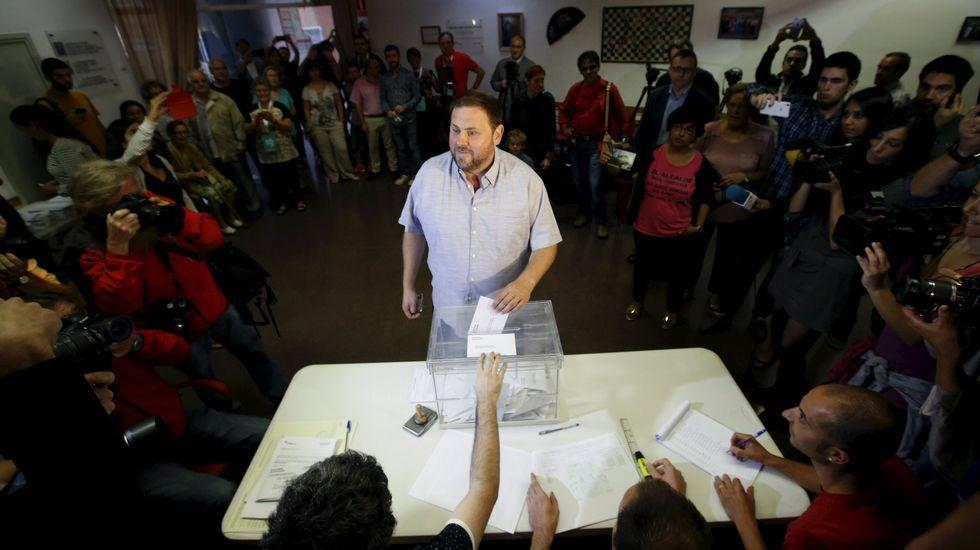 Oriol Junqueras, quinto en la lista de Junts pel sí, vota en Sant Vicens dels Horts