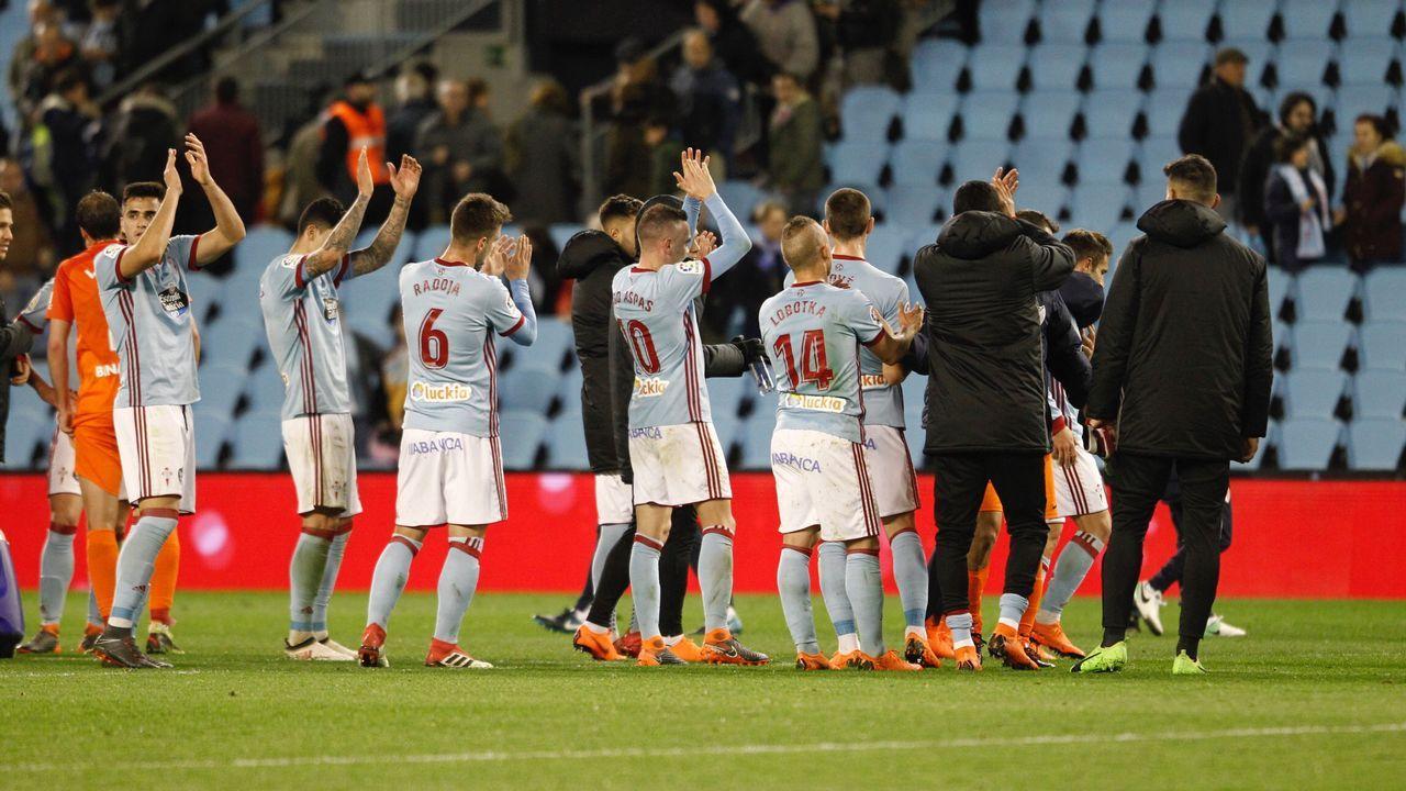 El Deportivo aplaude a sus aficionados al término del partido del pasado sábado