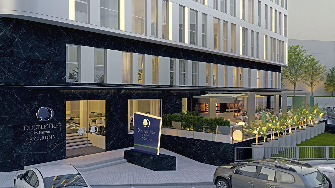 Terraza exterior nocturna del hotel Hilton A Coruña que se inaugurará en septiembre