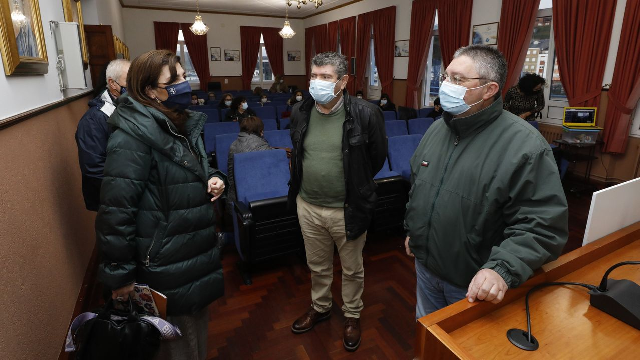 Susana Rodriguez, Alfredo Llano y Jesús Fernández copresidieron el homenaje a las mujeres del mar promovido por el GALP A Mariña-Ortegal
