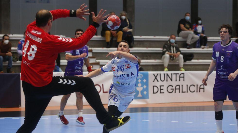 Las imágenes del balonmano Cisne Guadalajara.El Calvo, en un partido en casa