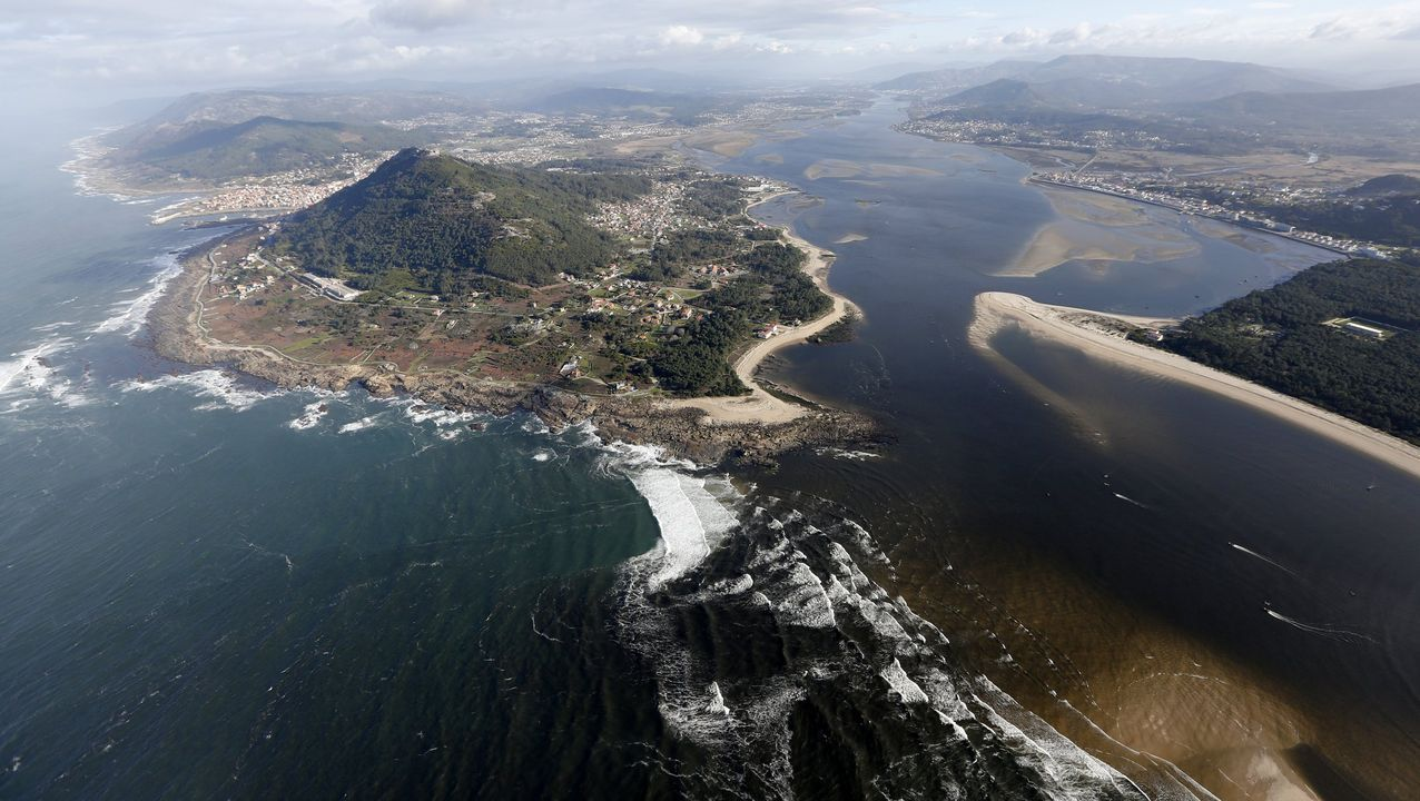 Galicia se echa a la playa.Guardia Civil de Tráfico