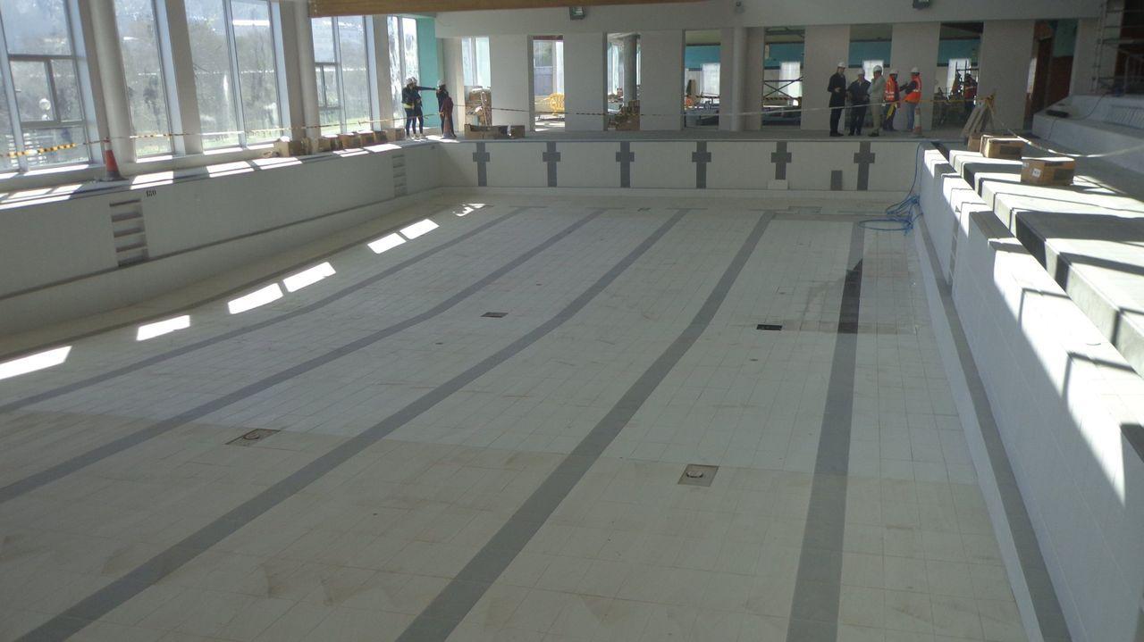 sabon.Imagen de archivo del vaso nuevo de la piscina municipal