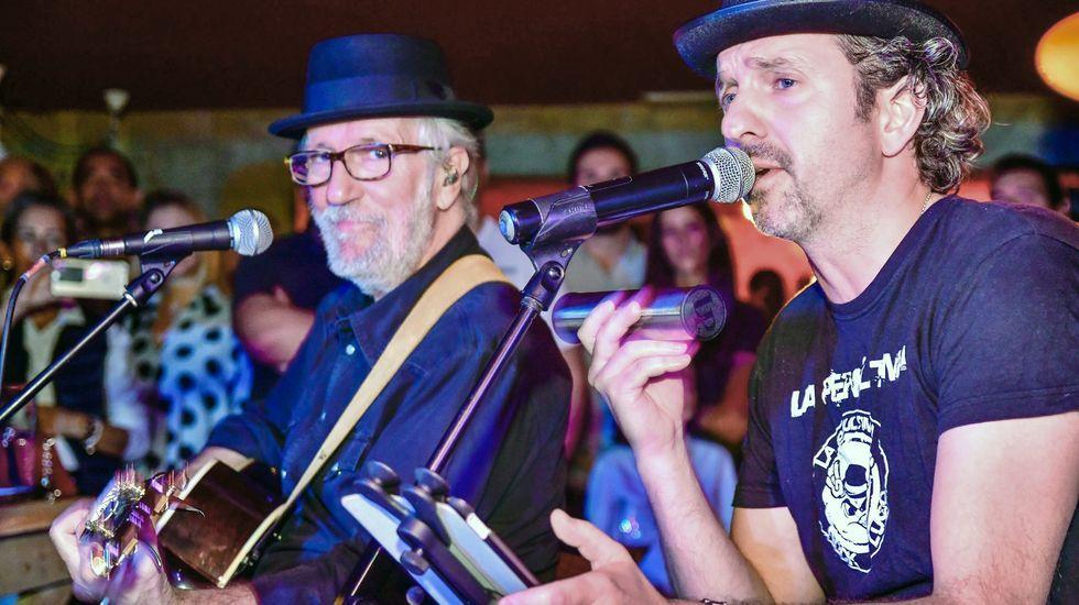Carlos García-Boente, junto a Pancho Varona (compositor y músico que acompaña a Sabina desde hace más de tres décadas), con el que compartieron un concierto acústico en la sala Jager Lounge de Lugo, el pasado mes de octubre