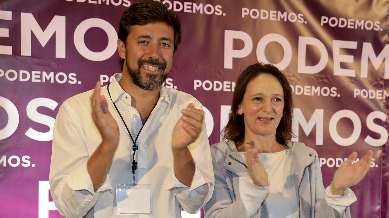 Pedro Sánchez llena en Oviedo.Villares, con Elena Cores, integrante de la nueva coordinadora de En Marea