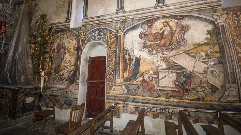 Outro aspecto dos murais durante as obras de restauración